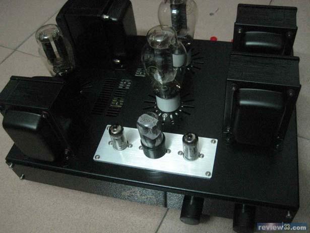 推动级用了一只低内阻双三级管5687,接成sepp形式来驱动后面的功率管