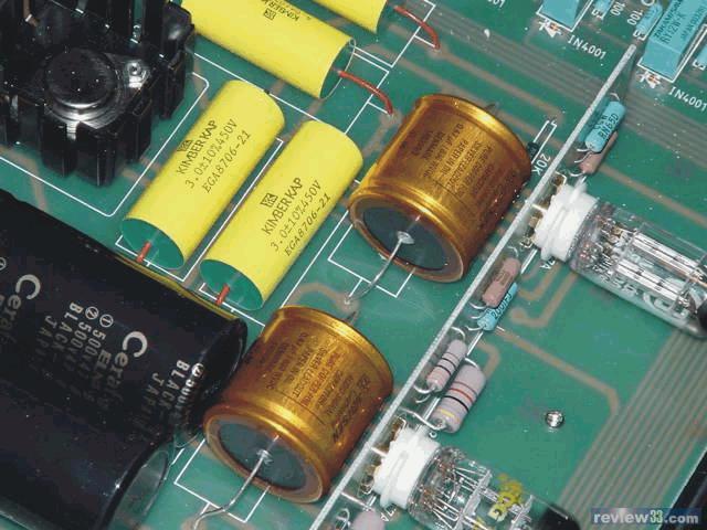 电路布局; 左面是ac 接入,整流胆, 火牛; 近面板处为两个choke 及电容