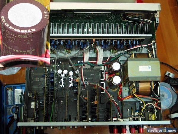 功放电路安装在贴近散热器的一块印制板